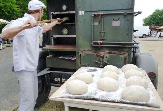 La brocante aux odeurs du bon pain de campagne jardres for Fabrication four a pain