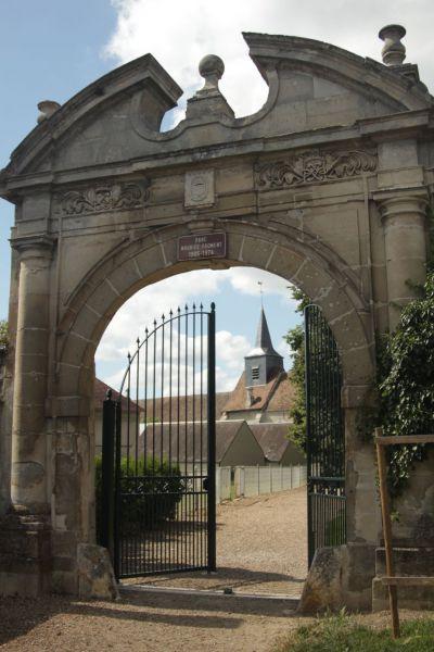 La porte conti trie ch teau site officiel de la commune for Piscine trie chateau